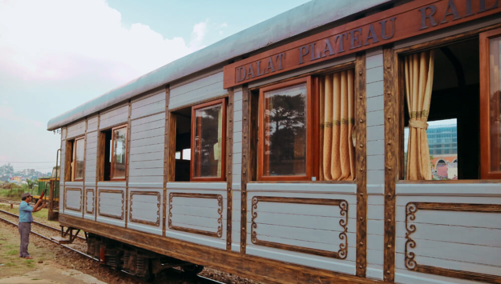 A vintage Vietnamese train ride: how to get the train from Da Lat to Linh  Phuoc Pagoda - Temples and Treehouses